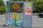 Lindos contenedores para botellas de plástico.