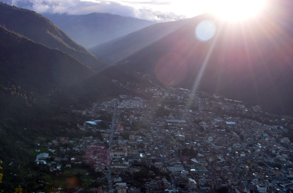 Vista desde arriba de la ciudad de Baños.