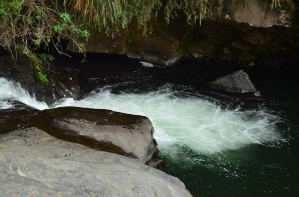 Hermosa corriente del río